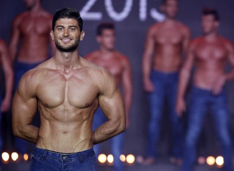 ملك جمال لبنان اثناء عروض المسابقة
