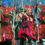 مادونا واجواء الساموراى فى حفلها بمونتريال