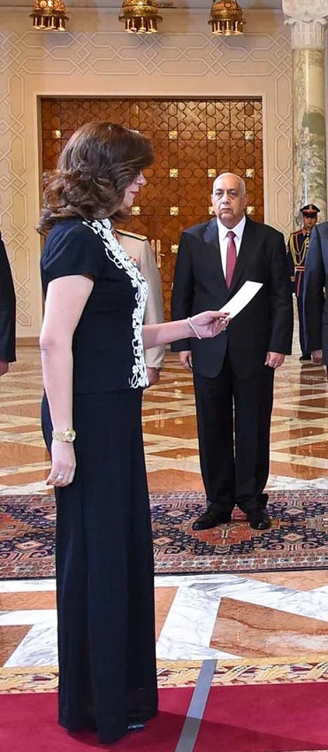نبيلة مكرم اثناء اداء اليمين الدستورية