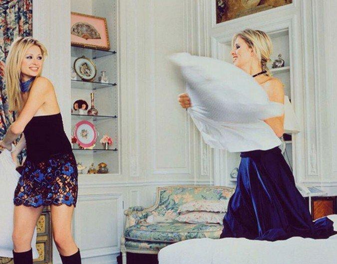 باريس هيلتون وشقيقتها