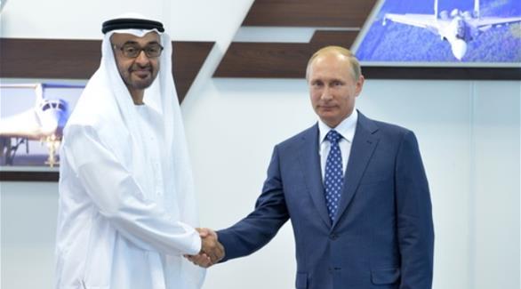 بوتين يصافح محمد بن زايد