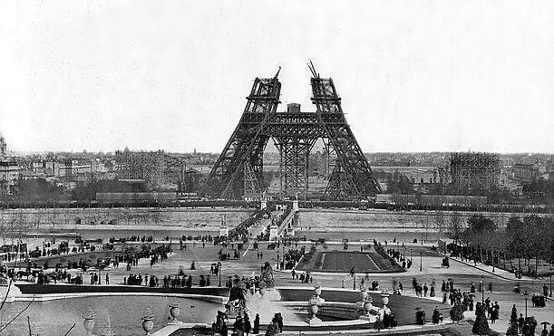 عمليات بناء برج ايفل