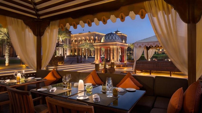 مقهى فندق قصر الامارات