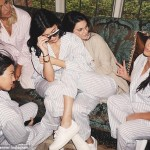 2DC62E2600000578-3289355-Famous_family_Kendall_Jenner_cuddled_up_to_Kylie_in_this_photo_s-m-93_1445823311351