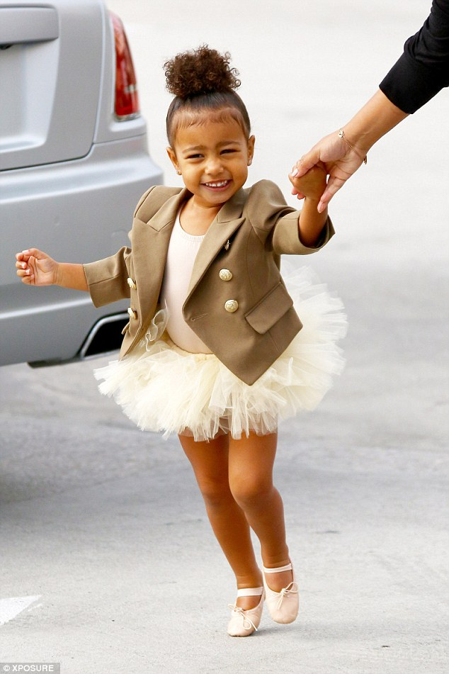 2DE15CDF00000578-3294859-Dance_lesson_The_tiny_ballerina_was_giggly_as_she_tottered_along-a-12_1446115041134