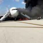 بالصور.. حريق فى طائرة أمريكية بمطار فورت