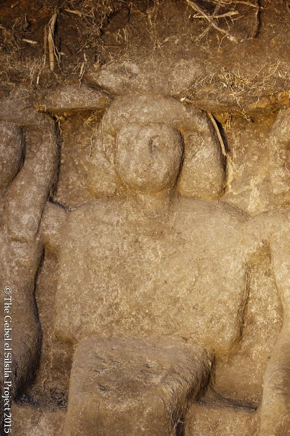 اكتشاف ستة تماثيل باسوان