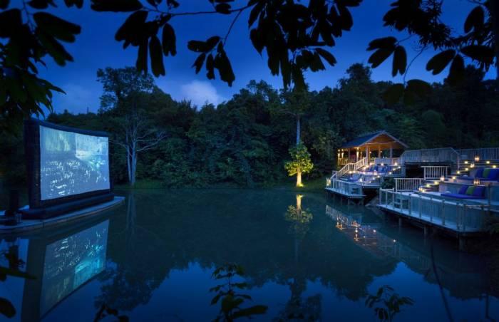 السينما العائمة في جزيرة كودو بتايلاند