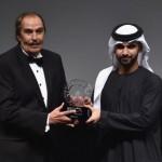عزت العلايلي يستلم جائزة المرموقة من الشيخ منصور بن محمد بن راشد آل مكتوم