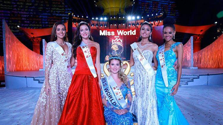 ملكة جمال العالم 2015 فى الوسط وعلى جانبيها وصيفاتها