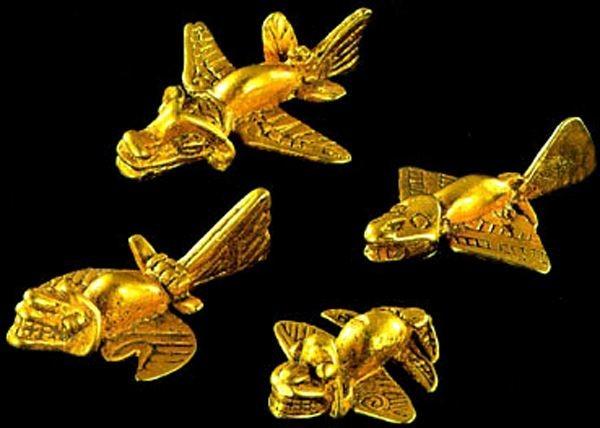 نماذج من طائرات المايا الذهبية المصغرة