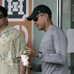أوباما يأكل الآيس كريم فى هاواى