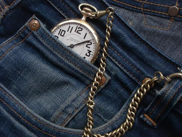 الساعة داخل الجيب
