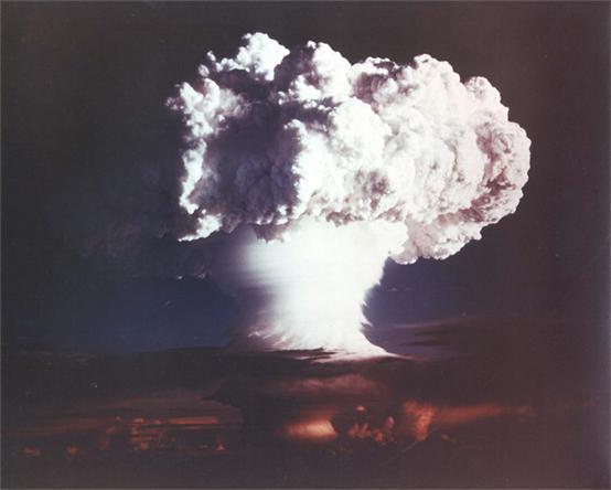 انفجار نووى
