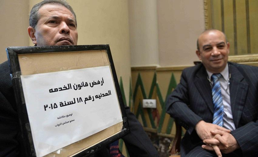 توفيق عكاشة يرفض قانون الحماية المدنية بلافتة 2