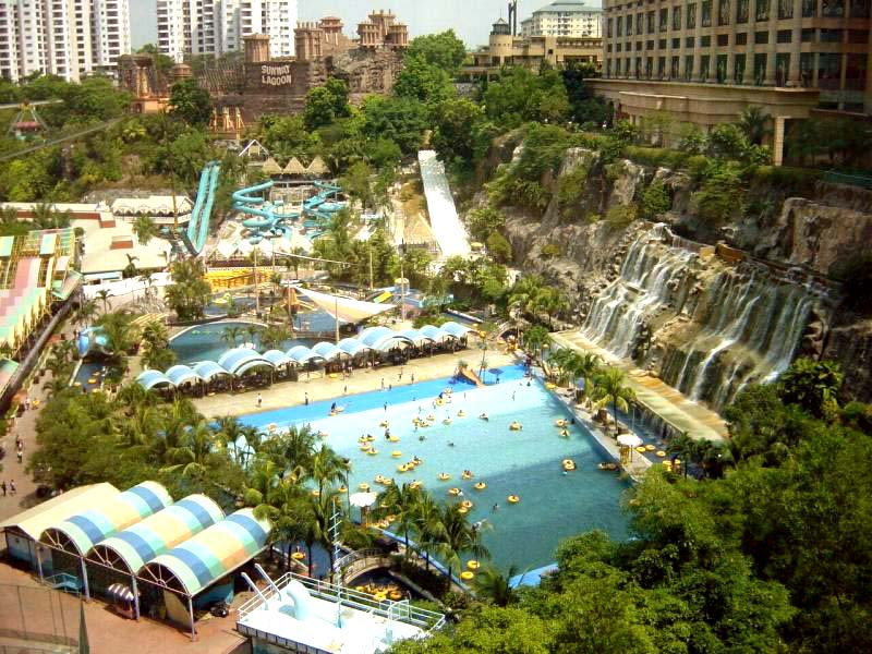 مدينة الألعاب المائية