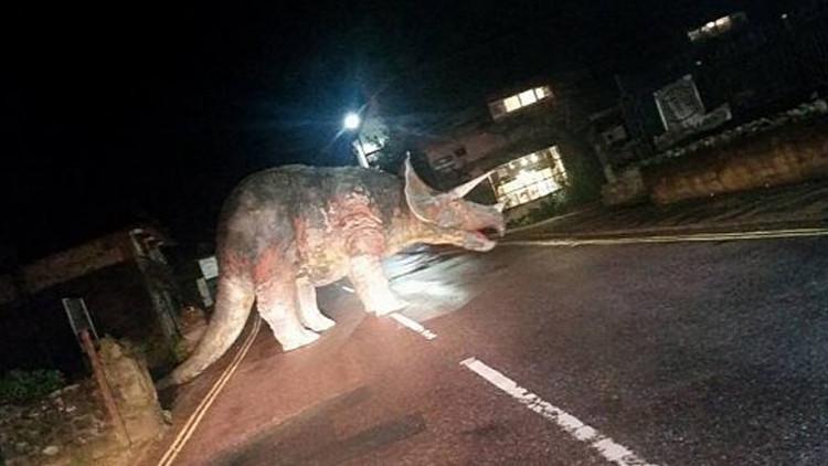 مجسم الديناصور