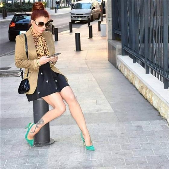 هيفاء فى اطلالة مثيرة بشوارع بيروت
