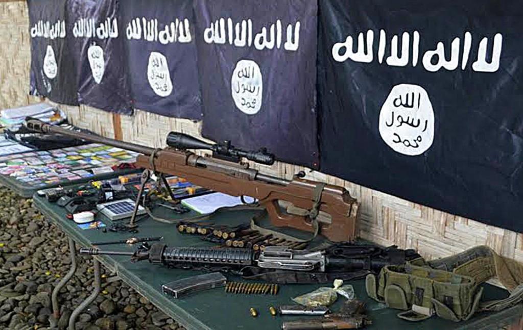أسلحة وأعلام لداعش عثر عليها جنوب الفلبين