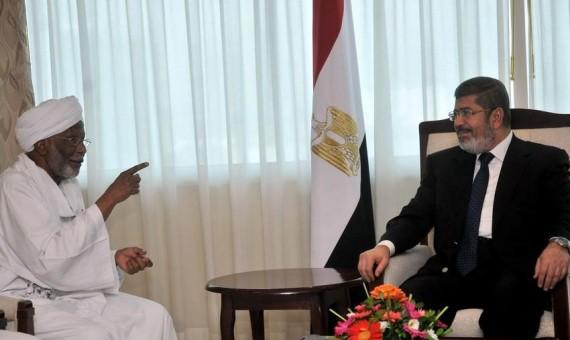 حسن الترابى مع مرسى