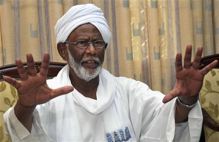 زعيم اسلامي سوداني معارض يندد بالاطاحة بالرئيس الاسلامي في مصر