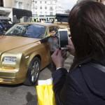 سيارات ذهبية فى شوارع لندن
