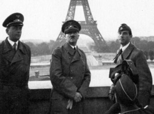 هتلر وفى خلفه برج ايفل