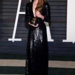 Alicia Vikander في فستان من Louis Vuitton