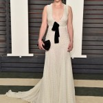 Emilia Clarke في فستان من miu miu