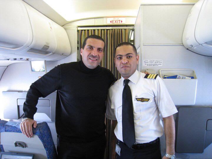 عمرو خالد مع قائد الطائرة المفقودة