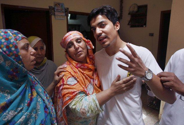 أم باكستانية تشعل النار فى ابنتها