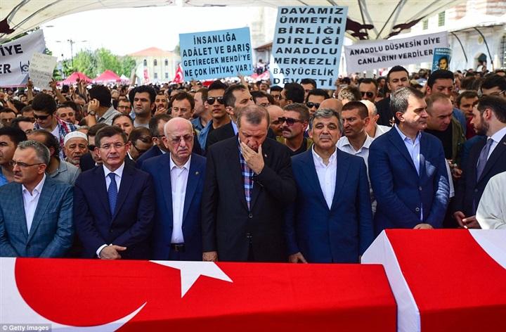 أردوغان يبكى