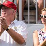 ايفانكا ترامب جالسة بجوار والدها