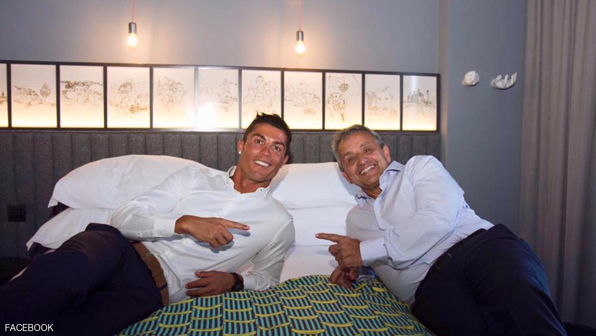 رونالدو خلال مراسمم افتتاح الفندق