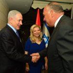 شكرى يصافح نتانياهو