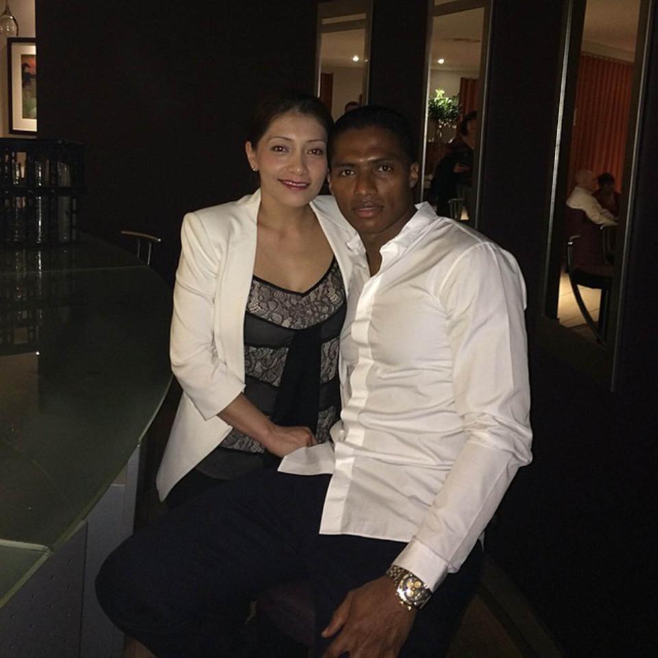 فالنسيا مع زوجته