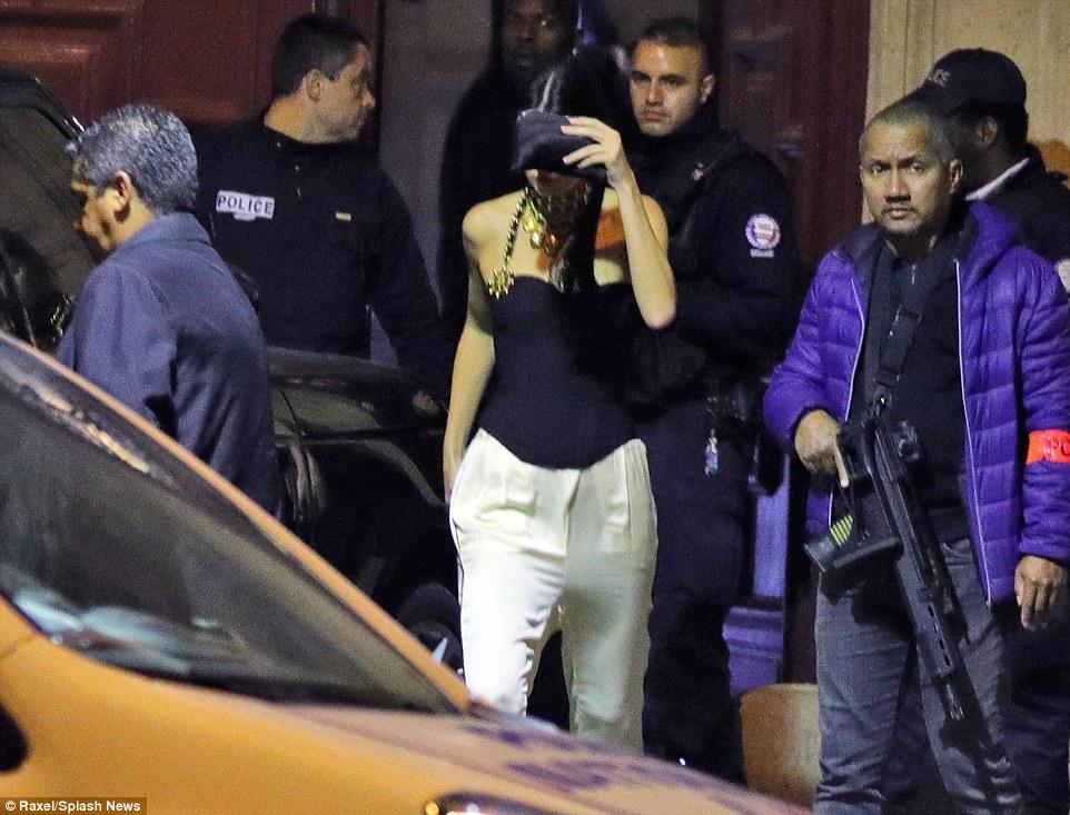 اخراج كيلى جينر شقيقة كيم من الفندق عقب الحادث