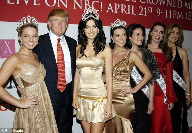 ترامب وسط ملكات الجمال