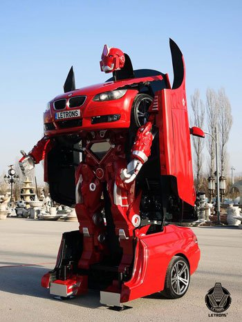 سيارة تتحول لروبوت عملاق