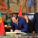 السيسى يوقع فى دفتر زيارات البرلمان البرتغالى